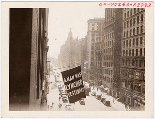 N.N., Flagge an der Fassade der NAACP-Zentrale in New York, Fifth Avenue 69, 1936, Prints & Photographs Division, Visual Materials from the NAACP Records [reproduction number LC-USZ62-110591]